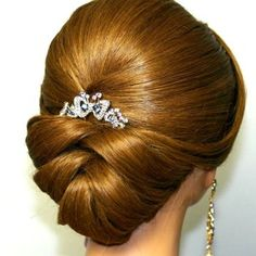 Wedding Hairstyles For Long Hair Bridal updo. Wedding hairstyles for medium long hair. Feathered Hairstyles, Hairstyles With Bangs, Braided Hairstyles, Wedding Hairstyles, Updo Hairstyle, Arabic Hairstyles, Bun Updo, French Hairstyles, Long Hair Styles