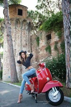 Vespa Motor Scooters, Vespa Bike, Lambretta, Piaggio Vespa, Vespa Vintage, Red Vespa, Scooter Custom, Scooter Girl, Biker Chick