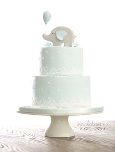 Babyblue christening cake for boy with elephant on top <3 Babyblå dåpskake til gutt med elefant på toppen, laget av www.kakeriet.no i Sandefjord <3