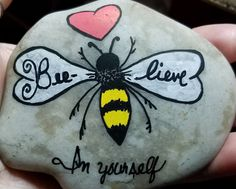 Looking for enjoyable and funny craft to do with your kids yet budget-frien Seashell Painting, Pebble Painting, Pebble Art, Stone Painting, Rock Painting Ideas Easy, Rock Painting Designs, Painting For Kids, Stone Crafts, Rock Crafts