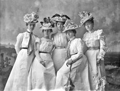 Portrait of Hester Trott and four women, 1899 Hester is second from right. – Sherry Linnell Portrait of Hester Trott and four women, 1899 Hester is second from right. Portrait of Hester Trott and four women, 1899 Hester is second from right. Victorian Life, Victorian Hats, Victorian Women, 1890s Fashion, Edwardian Fashion, Vintage Fashion, Edwardian Era, Historical Costume, Historical Clothing