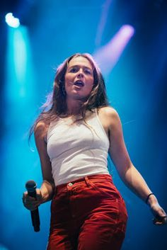 """Maggie Rogers Makes """"Weird"""" Music for Normal-ish People Strange Music, Riot Grrrl, Female Singers, Celebs, Celebrities, Girl Crushes, Beautiful People, Summer Outfits, Style Inspiration"""