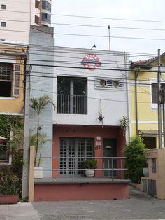 Fachada em SP. Foto tirada pelo escritório de arquitetura Atelier da Reforma para uso de referência em seus projetos.