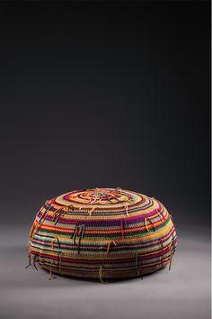 Coleção   Regina Misk Knit Crochet, Ottomans, Knitting, Stools, Furniture, Home Decor, Step Stools, Crocheting Patterns, Chairs