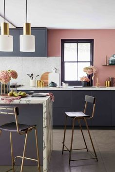 20 kitchen trends for 2020 you need to know about - Kitchen with dark cabinets, marble island and pink walls - Best Kitchen Designs, Modern Kitchen Design, Rustic Kitchen, Kitchen Decor, Navy Kitchen, Kitchen Interior, Pink Kitchen Walls, Art Deco Kitchen, Quirky Kitchen