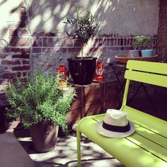 Neon Lime colored chair for a pop of color. Déco des internautes #madecoamoi
