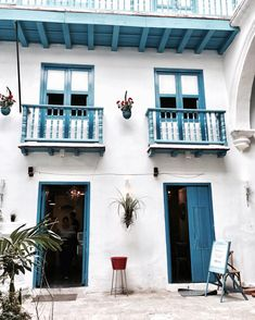 "Havana Cuba ""White and blue backyard moments 🌀 Havana Cuba, Journey, Backyard, In This Moment, Mansions, House Styles, Outdoor Decor, Blue, Travel"