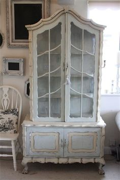 Wonderful French style hutch paint with ASCP, Annie Sloan Chalk Paint in Duck Egg and Old Ochre by FiFi Chic.I think I have to try chalk paint. Shabby Chic Furniture, Shabby Chic Decor, Vintage Furniture, Paint Furniture, Furniture Makeover, Blue Chalk Paint, Annie Sloan Paints, French Decor, Furniture Inspiration
