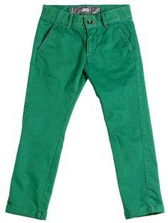 Pantalón para niño en sarga verde con bolsillos laterales tipo chino. - Pantalones para Niños de 4 a 16 Años - Mundo Kiriko
