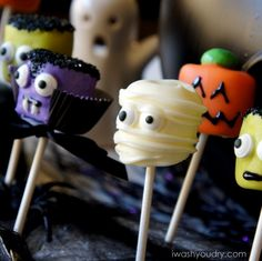 Halloween marshmallow pops - these are awesome and they look so easy to make.