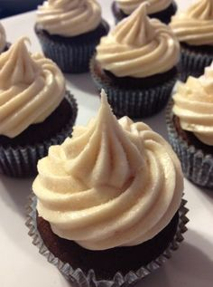 Mexican hot chocolate cupcakes w/cinammon cream cheese frosting