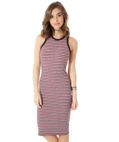 Esse vestido foi desenvolvido em malha canelada com toque macio. O charme do modelo é a padronagem listrada. A modelagem tem caimento justinho ao corpo. O decote é arredondado com acabamento canelado e as alças são médias. Aposte com uma blusa amarrada na cintura e dê um up no visual! Composição: 70% Poliéster 27% Viscose 3% Elastano Modelo Veste: P Altura: 1,75cm Busto: 87cm Cintura: 62cm Quadril: 92cm