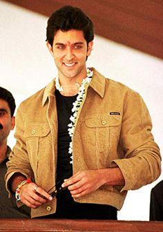 Hrithik Roshan Famous Indian Actors, Indian Celebrities, Actors Male, Young Actors, Hrithik Roshan Family, Hrithik Roshan Hairstyle, Jodhaa Akbar, My Big Love, Reality Tv Stars