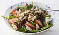 Salada de jardim com peru e morangos