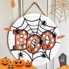 Boo Halloween, Halloween Wood Crafts, Halloween Wood Signs, Rustic Halloween, Halloween Front Door Decorations, Halloween Front Doors, Halloween Door Hangers, Halloween Mason Jars, Wooden Door Signs