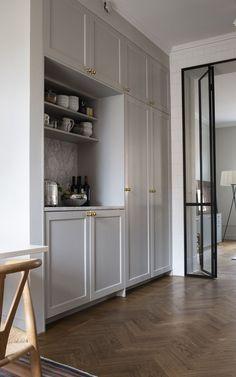 Lackad ask & ramlucka Luxury Interior, Interior Architecture, Küchen Design, House Design, Country Look, Muebles Living, Cocinas Kitchen, Interior Design Kitchen, Interiores Design