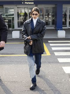 Bella Hadid Outfits, Bella Hadid Style, Classy Outfits, Chic Outfits, Fashion Outfits, Jeans Boyfriend, Winter Fits, Everyday Outfits, Celebrity Style
