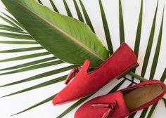 Parte de nuestra colección Primavera 16, inspirada en los colores de la Havana, Cuba. Penelope es nuestra versión del clásico Tassel Loafer Inglés. Úsalos en el trabajo, en casa o mientras viajas. Slip-on fabricado en piel con punta redondeada, forro de piel suave, plantilla acojinada, suela de cuero con tacón de 1.3cm y tapa de hule. Hecho a mano en México. Nuestros zapatos son hechos en León Guanajuato. Basados en métodos tradicionales artesanales los zapatos de Alastor se fabrican por…