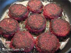 rødbede bøffer - 300g rødbeder (renset vægt), 1 bagekartoffel, 1 løg, 1 fed hvidløg, 2 æg, 2 dl havregryn, 1-2 tsk salt, ½ tsk chili – eller peber 2 tsk. mild paprika