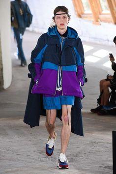 Sacai Spring 2019 Menswear Fashion Show Collection: See the complete Sacai Spring 2019 Menswear collection. Look 29 Boy Fashion 2018, Teen Boy Fashion, Sport Fashion, Fashion Tips, Fashion Design, Cheap Fashion, Streetwear, Style Sportif, Look Short