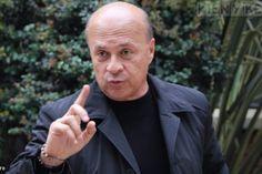 El Profe Vélez, el personaje que creó Carlos Antonio. ¿En realidad es tan recio y estricto como parece? http://www.kienyke.com/deportes/carlos-antonio-velez/