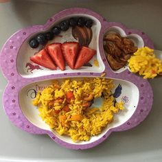 #latepost of today's dinner for princess A. Berries, shredded grilled chicken and yellow rice with sautéed red+orange peppers that I mixed it after I served my picky husband🙄 A ate everything pictured! Didn't even leave a spec of rice😂😍 #toddlerfood #toddlermeals #toddlerfoodideas #toddlermealideas #toddlereats #dinnertime #toddlerfoodblogger #whatmykideats #whatifeedmykid #feedthebelly #20monthsold #teenytinymeals