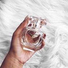 Perfume for Fall for woment. Perfume wishlist must have Perfume Parfum, Perfume Scents, Best Perfume, Fragrance Parfum, Parfum Spray, Perfume Bottles, Chanel Perfume, Ellie Saab, Perfume Making