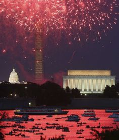 Independence Day fireworks light the sky over Washington, July 4, 2013. The iconic Washington skyline of the U.S. Capitol, Washington Monument and Lincoln Memorial serve as a backdrop for the U.S. national birthday celebration each year