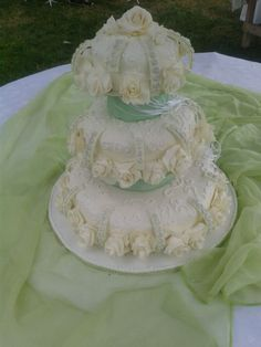 ROSAS WEDDING CAKE