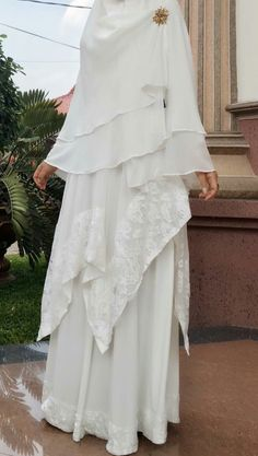 white modern abaya