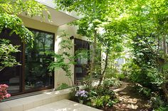 tropical in feel.this is actually New Orleans French Quarter. Garden Cafe, Balcony Garden, Bungalow Haus Design, House Design, Landscape Design, Garden Design, House Of Beauty, Japanese House, Deck