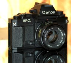 Canon New F1 Antique Cameras, Vintage Cameras, Reflex Camera, Camera Lens, Foto Canon, Canon Lens, Digital Cameras, Binoculars, Photography Tips