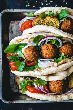Falafel sandwich with hummus and lemon yogurt sauce. - The most popular street food from the Orient: falafel sandwich. Herbs and spices spice up the delic - Burger Recipes, Veggie Recipes, Healthy Recipes, Hummus, Sandwiches, Lemon Yogurt, Clean Eating Recipes, Eating Clean, Eat Clean Recipes