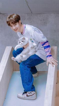 yibo n cats! China, F4 Boys Over Flowers, Dramas, Demon King, Chinese Boy, Kawaii, Asian Actors, Korean Actors, Kpop