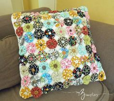 Yo Yo Rosette Pillow Cover from {my3monsters.com} #sewing #crafts #fabricyoyos