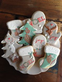 disney christmas cookies Weihnachtspltzchen Untitled - Beautiful iced sugar cookies for Christmas and the holidays. Iced Sugar Cookies, Christmas Sugar Cookies, Christmas Sweets, Noel Christmas, Christmas Goodies, Holiday Cookies, Christmas Baking, Holiday Treats, Disney Christmas