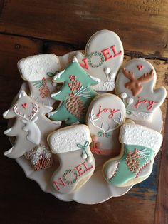 disney christmas cookies Weihnachtspltzchen Untitled - Beautiful iced sugar cookies for Christmas and the holidays. Iced Sugar Cookies, Christmas Sugar Cookies, Christmas Sweets, Noel Christmas, Royal Icing Cookies, Holiday Cookies, Holiday Treats, Disney Christmas, Christmas Stocking Cookies
