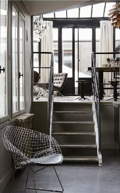 Mini-loft - Architectural details - Steel & concrete. Would love this for an apartment - Love the look.