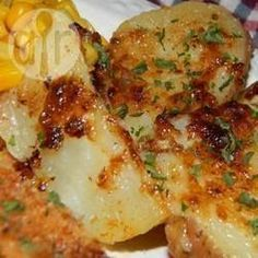 A simple mayonnaise blend will transform your grilled potatoes into a flavorful cookout sensation! Potato Klub Recipe, Potato Recipes, Healthy Eating Recipes, Cooking Recipes, Brazilian Dishes, Brazilian Recipes, Food Tasting, Portuguese Recipes, Portuguese Food