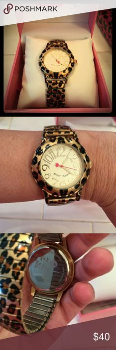 Betsey Johnson Cheetah Print Stretch Watch. Betsey Johnson cheetah print stretch watch. Stainless steel. Only worn a couple of times. Super cute. Perfect condition. Fashionable watch that can be dressed up or down. Betsey Johnson Jewelry