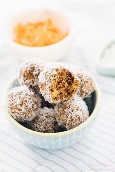 These No Bake Carrot Cake Energy Bites are made with only 5 ingredients, vegan and gluten-free and are a perfect quick healthy breakfast or snack!