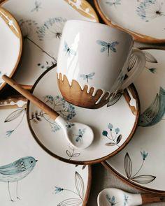 Pottery Mugs, Ceramic Pottery, Pottery Art, Ceramic Art, Ceramic Design, Cute Mugs, Pottery Painting, Tea Set, Home Deco