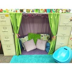 A gorgeous reading nook from a first grade teacher in Kansas. A gorgeous reading nook from a first grade teacher in Kansas. First Grade Teachers, First Grade Classroom, New Classroom, Classroom Design, Classroom Organization, Kindergarten Classroom Setup, Teacher Classroom Decorations, Preschool Library Center, Classroom Management