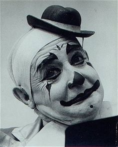 One of the Hanlons (decended from the legendary Hanlon-Lees), possibly Fred. Dark Circus, Circus Art, Circus Clown, Cute Clown, Creepy Clown, Diy Halloween Decorations, Halloween Diy, Circus Fashion, Pierrot Clown