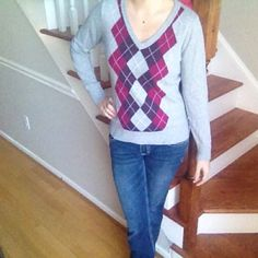 BUNDLE FOR 20% OFF Your Purchase Still in good shape pre loved argyle sweater. Target Sweaters V-Necks