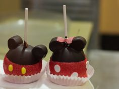 You can get these wonderful, adorable and delicious treats at WDW and Downtown Disney.  I've no plans to make them, but darn I like looking at them.  ;-)