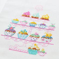 cross-stitch cupcakes  Avental, um pano de copa e três barrados