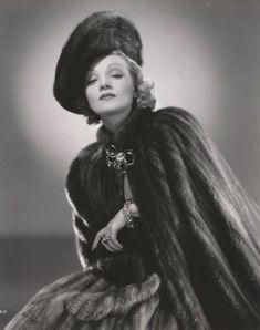 Marlene Dietrich love the signature Marlene Dietrich, Marylin Monroe, Rita Hayworth, Old Hollywood Glam, Lonely Heart, Vintage Wardrobe, Movie Stars, Goth, Actresses