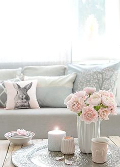 wunderschön gemacht: Frühling rosa-grau https: //www. Home Living Room, Interior Design Living Room, Living Room Decor, Living Room Inspiration, Interior Inspiration, Deco Pastel, Pastel Pink, Decoration Chic, My New Room