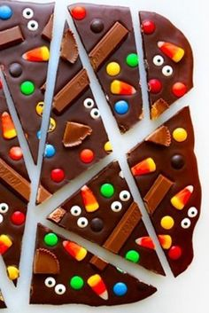 Easy chocolate bark that you can make with leftover Halloween candy